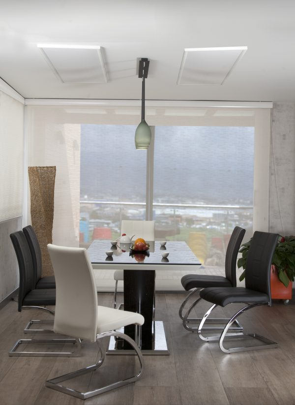 mesa-comedor-vidrio-negro-base-fuerte-sillas-london