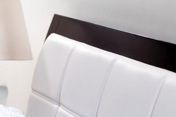 Cama-madera-con-tapizado-blanco-referencia-tiffany-detalle