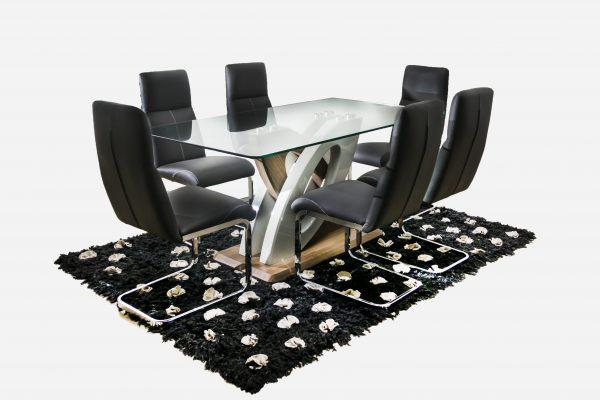 comedor-vidrio-base-madera-con-detalle-blanco-silla-cuero-negra