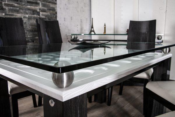 detalle-mesa-comedor-en-madera-con-vidrio