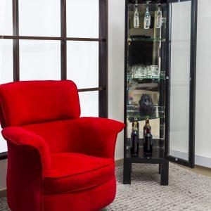 porcelanero-cava-en-madera-pequeño-referencia-osram-con-silla-roja